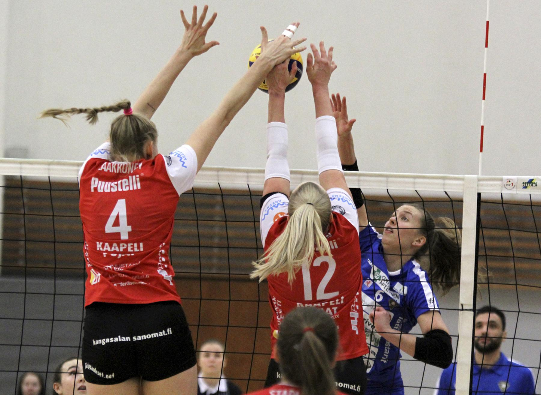 Roosa Laakkonen (vas.) otti peräti kymmenen torjuntaa, kun LP Kangasala voitti viikonloppuna OrPon.