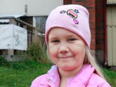 Elli Alakarjula arvostaa syntymäpäiväkutsuja, joilla on mukavaa ohjelmaa.