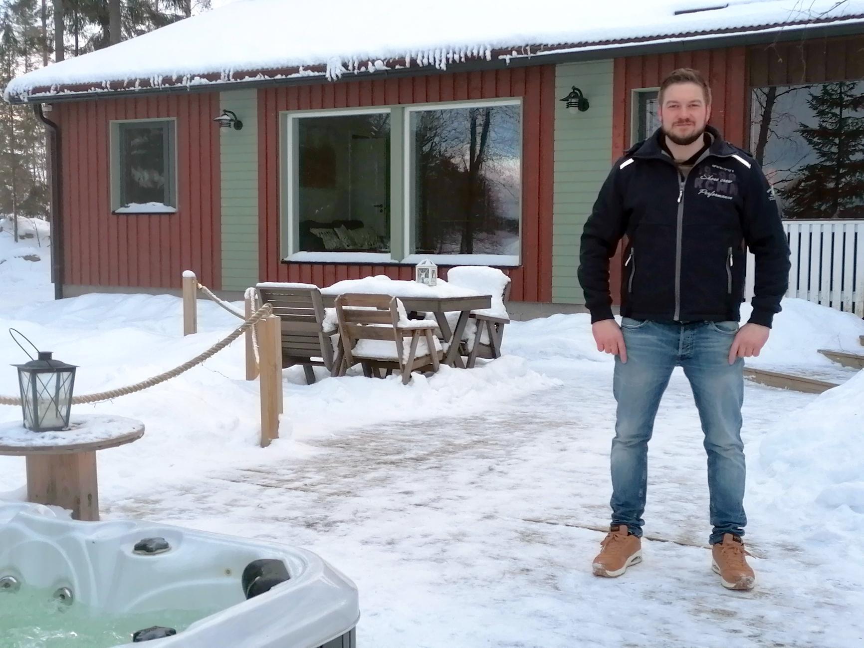 Aku Niemi vuokraa viittä mökkiä Kuohenmaassa. Kuva: Aku Niemen kotialbumi