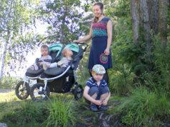 Sirkku Suojanen nauttii Kaukajärven ja Pitkäjärven rantamaisemista, joissa hän ulkoilee lastensa Toivon, Pihlan ja Ainon kanssa. Pian neljä vuotta täyttävä Toivo on jo harjoitellut madon laittamista koukkuun. Kaksostytöt ovat yksivuotiaita.