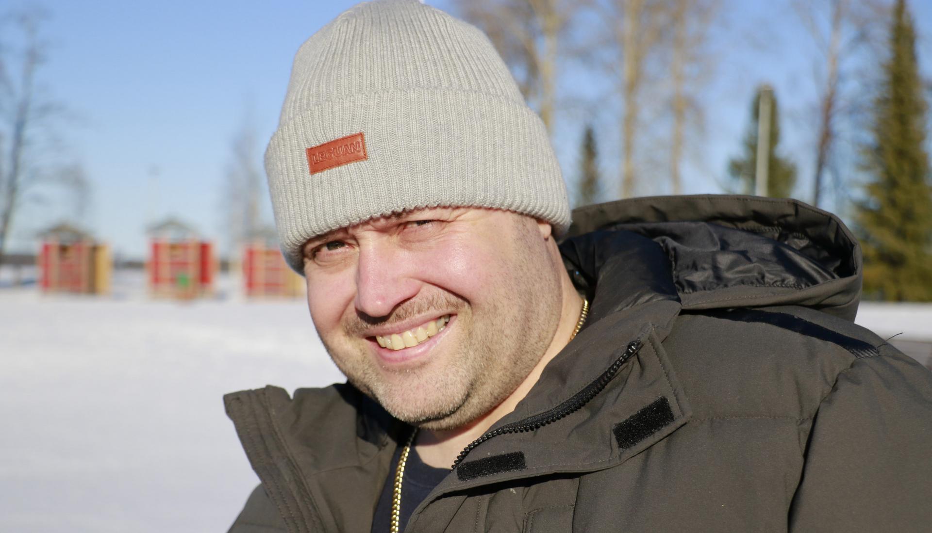 Jukka Marjamaa kävi maanantaina uimassa Vesaniemessä.
