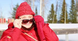 Kirsi Syrjälä kävi Vesaniemessä maanantaina katsomassa, voiko avantouintilaiturilta pulahtaa Vesijärveen.