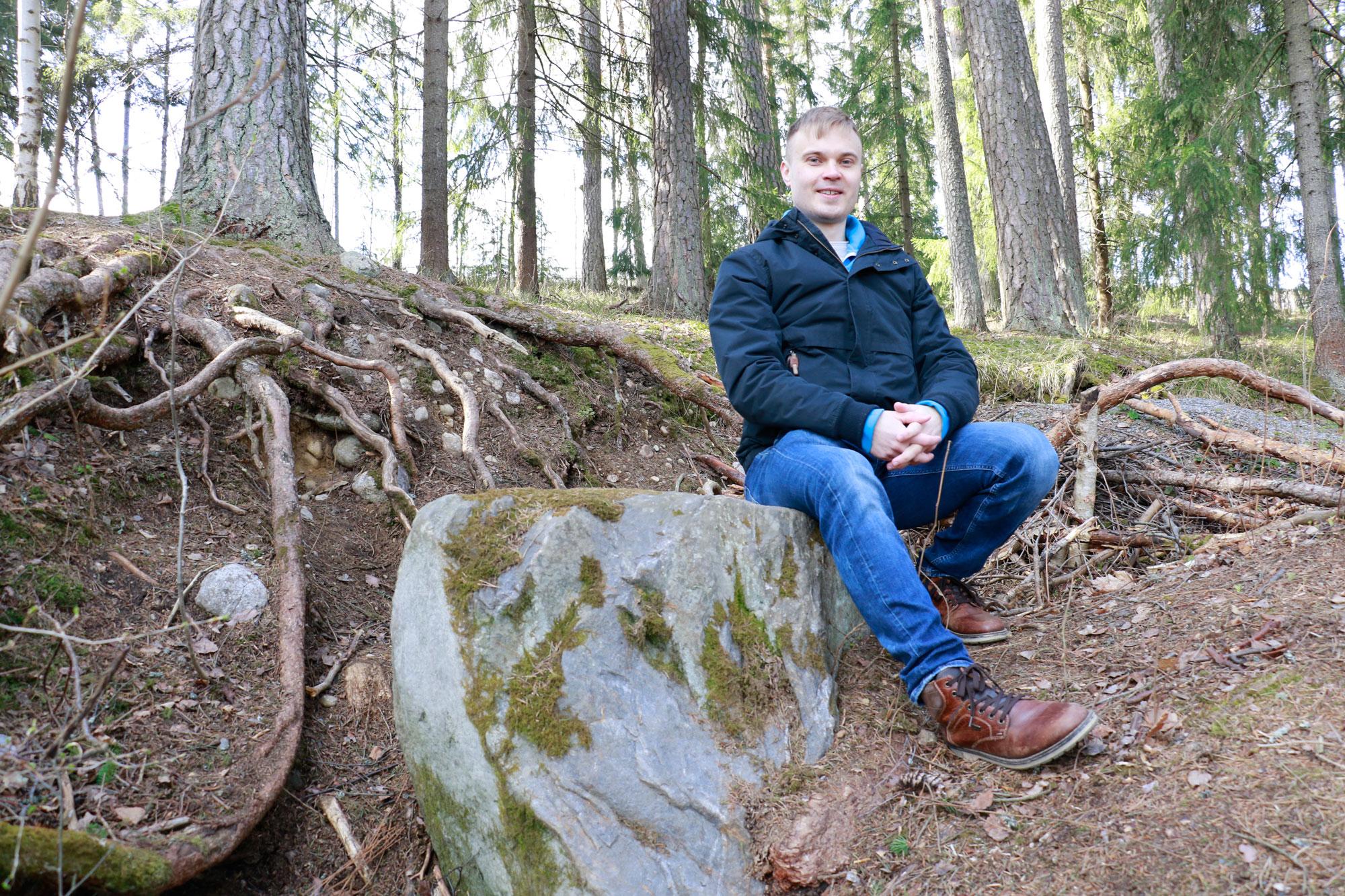 Kesätyöpankin johtaja Matias Wirtanen kertoo olleensa kesätöissä muun muassa nurmikonleikkaajana, peltikattojen maalaajana ja kaupan kassana.
