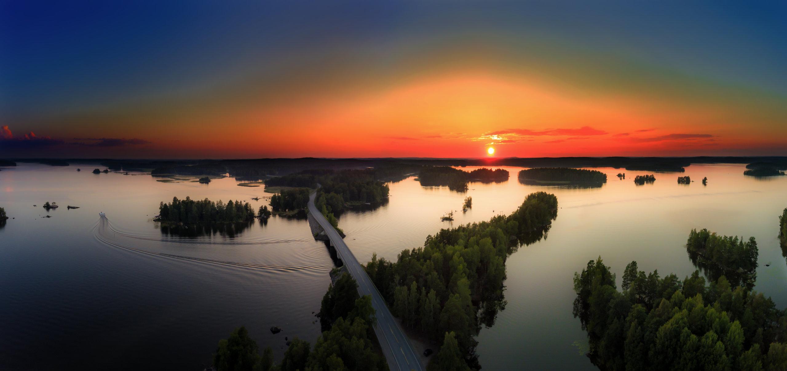Tunnetko sinä Kangasalan? Vastaa visaisiin kysymyksiin. Kuvassa upea auringonlasku Pelisalmella. Kuva: Tero Hakala/ Studio Pelisalmi