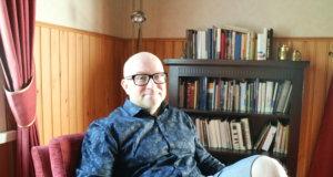 Kirjailija Jarkko Tontti omistaa kesäasunnon Kangasalla Vesijärven rannalla.