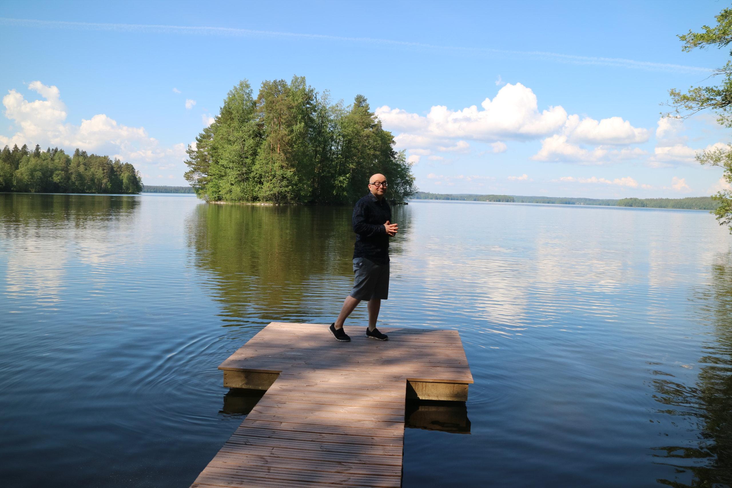 Jarkko Tontti viihtyy kesäkodissaan Vesijärven rannalla jopa puolet vuodesta.