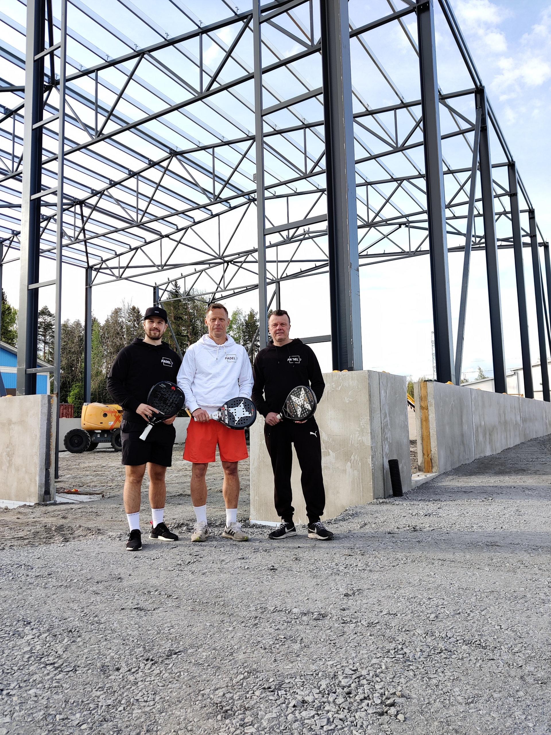 Padel 9 Oy avaa uuden kahden kentän padelhallin Kangasalan Aseman alueelle syksyllä 2021. Hankkeen takana ovat urheilumiehet Lauri Hukkanen, Jarkko Savenius ja Mikael Udelius.