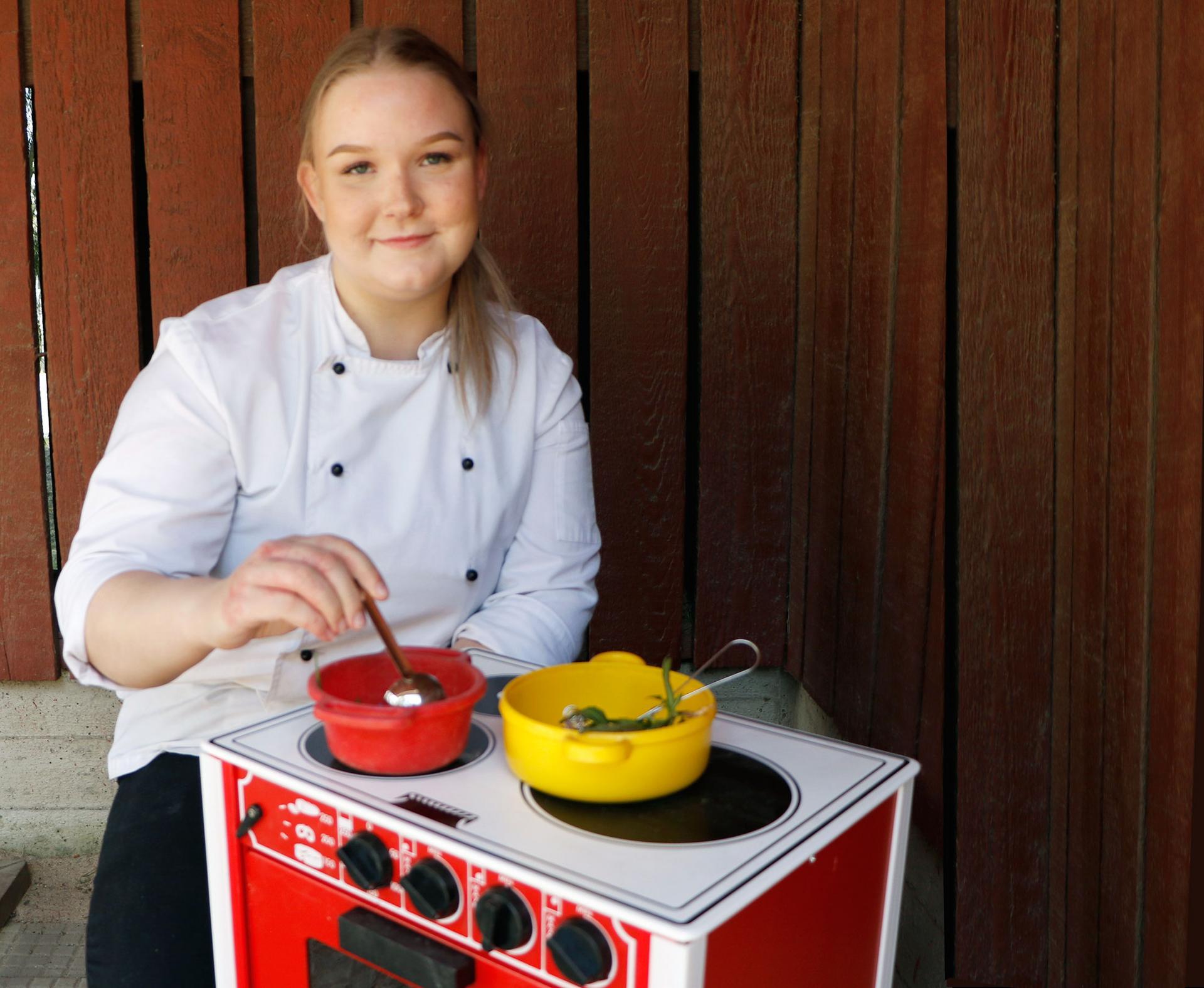 Aino-Kaisa Jutila on pienestä pitäen ollut kiinnostunut ruuanlaitosta. – Kokkaaminen on mielekkäämpää kuin leipominen, jossa onnistuakseen pitää ohjeita noudattaa pikkutarkasti.