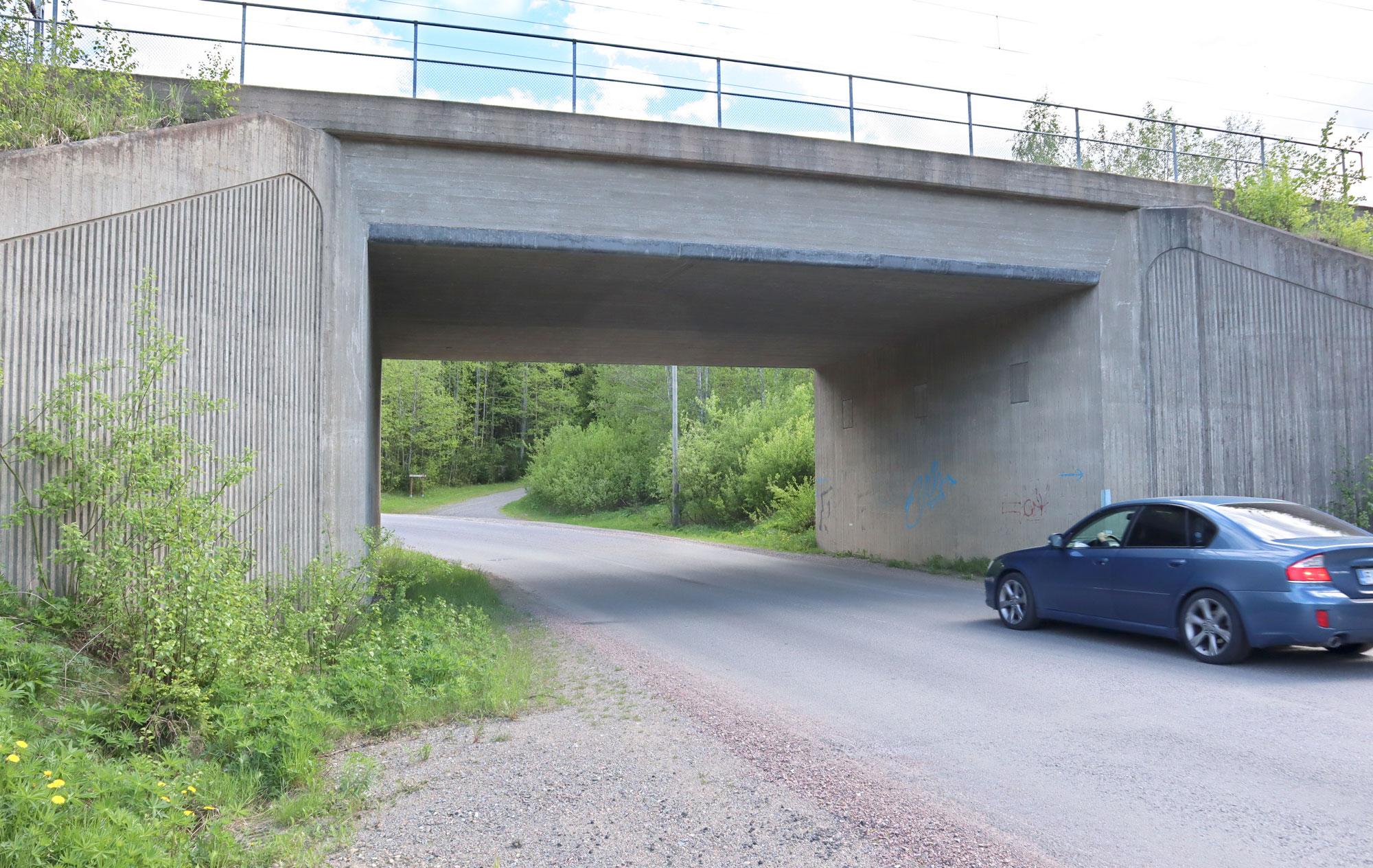 Kaupunki pyrkii kohentamaan tiellä liikkujien turvallisuutta muun muassa Aseman alikulun kohdalla. Kuva: Heli Keskinen