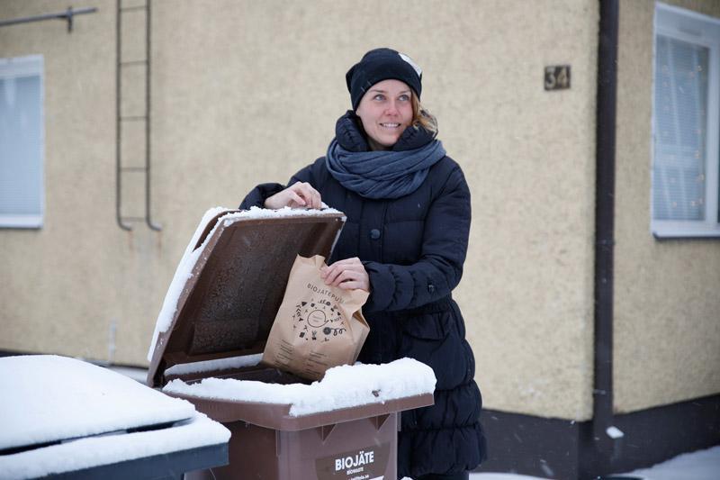 Suomalaisista puolella on kotipihassaan biojäteastia tai kotikompostori. Pirkanmaan Jätehuollon biokampanjan tuottaja Jenni Ruotsalo toteaa nykylasten olevan hyvin tietoisia kierrätyksestä ja sen merkityksestä ympäristölle. – Ainakin meidän taloudessa lapset tietävät varsin tarkkaan mikä roska kuuluu mihinkin astiaan
