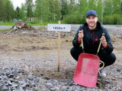Jääkiekkoilija Eero Savilahden ja hänen Heidi-kihlattunsa koti nousee Mannakorven kaupunkipientaloalueelle. Rakennustyöt alkanevat loppusyksyllä, mutta muuttoon on vielä aikaa. Savilahti palaa elokuussa Ruotsiin, jossa hänen pestinsä Nybro Vikings IF:n kanssa jatkuu.