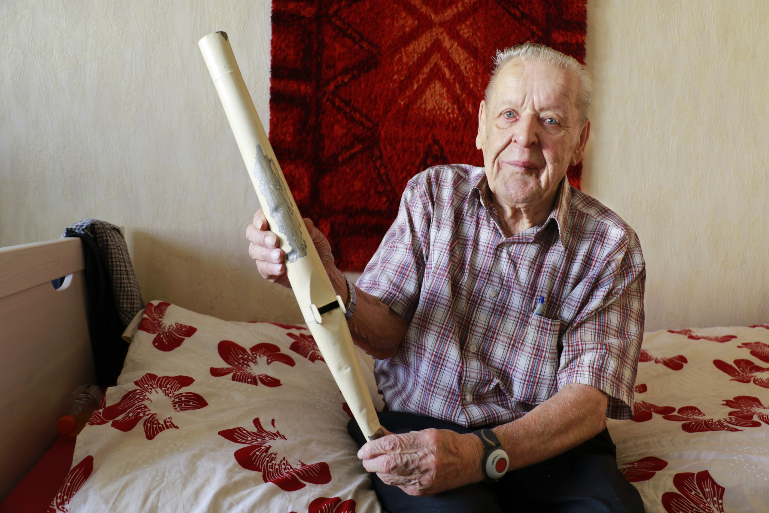Eero Tanhuanpää on elämänsä aikana valmistanut tuhansia urkupillejä. Hän asuu nykyisin palvelutalo Maijalassa. – Täällä meistä asukkaista pidetään hyvää huolta, hän kiittelee.