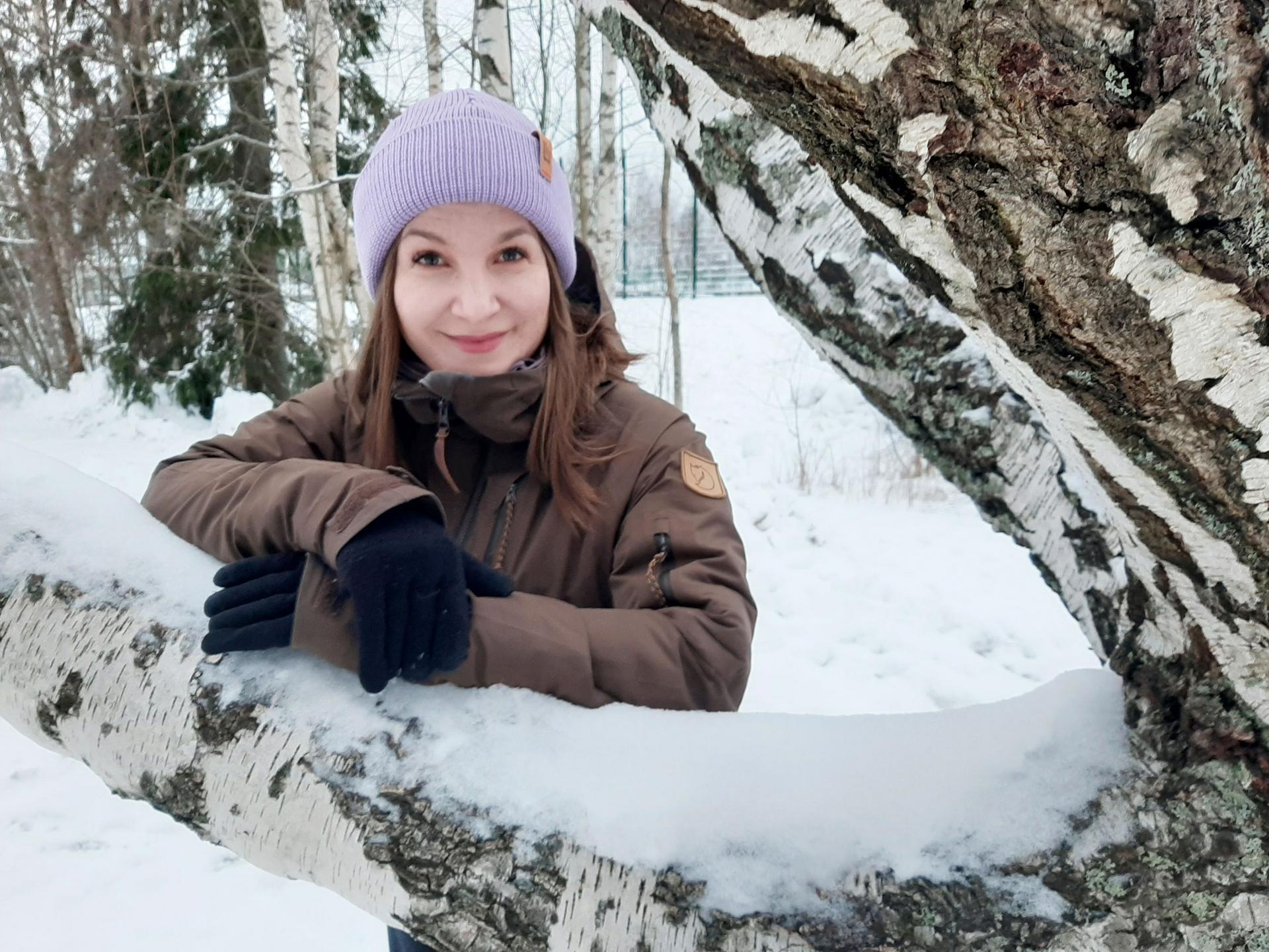 Elina Salmi suorittaa parhaillaan kulttuurihyvinvoinnin ylempää ammattikorkeakoulututkintoa. Hän kuuluu pilottiryhmään, jossa on mukana sekä kulttuurialan että sosiaali- ja terveysalan ammattilaisia.