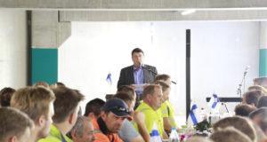 Timo Keskinen huomautti puheessaan, että uusi parkkitalo mahdollistaa koko keskustan kehittymisen.