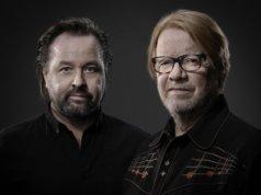 """""""Asia kunnossa!"""" Kummeli-Heikit toivottavat uuden kappaleensa myötä oikein kuplivaa vappua. Kuva: Harri Hinkka, Studio Harri Hinkka"""