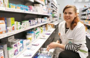 Henna Hellman opiskelee oppisopimuksella lääketeknikoksi. Hänen työssäoppimispaikkansa on Suoraman apteekki. Hellman nauttii monipuolisesta ja vaihtelevasta työstään, johon sisältyy sekä asiakaspalvelua että itsenäisiä tehtäviä.