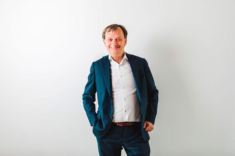 Liike Nytin ovat perustaneet Hjallis Harkimo, Mikael Jungner, Alex Nieminen, Helene Auramo, Tuomas Enbuske, Karoliina Kähönen ja Sarian Antila.