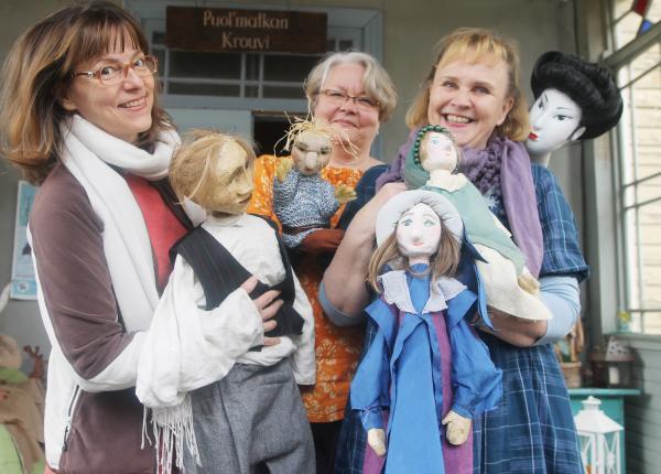 Nukketeatteri Hupilaisen kannatusyhdistykselle myönnettiin 3 500 euron toiminta-avustus.