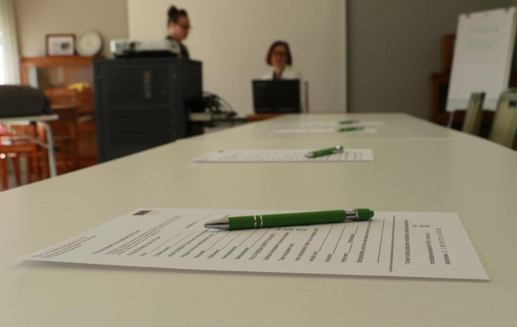 Kursseilla pääsee suorittamaan työpaikoilla vaadittavia pätevyyksiä, joita varten järjestetään kirjalliset kokeet.