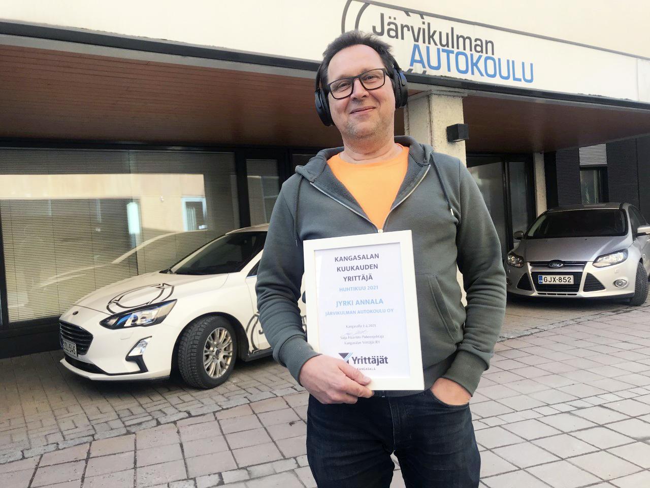 Huhtikuun 2021 Kangasalan Yrittäjä Jyrki Annala Järvikulman Autokoulusta. Kuva & konsepti: Harjula Production Ltd