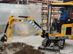Akkukäyttöinen kaivinkone vahvistaa Maarakennus T. Haaviston kalustovalikoimaa pienemmästä päästä.