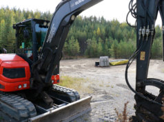 Koirapuiston alueelta on harvennettu puustoa ja poistettu pintamaat. Aidan asennus alkaa viikolla 41.