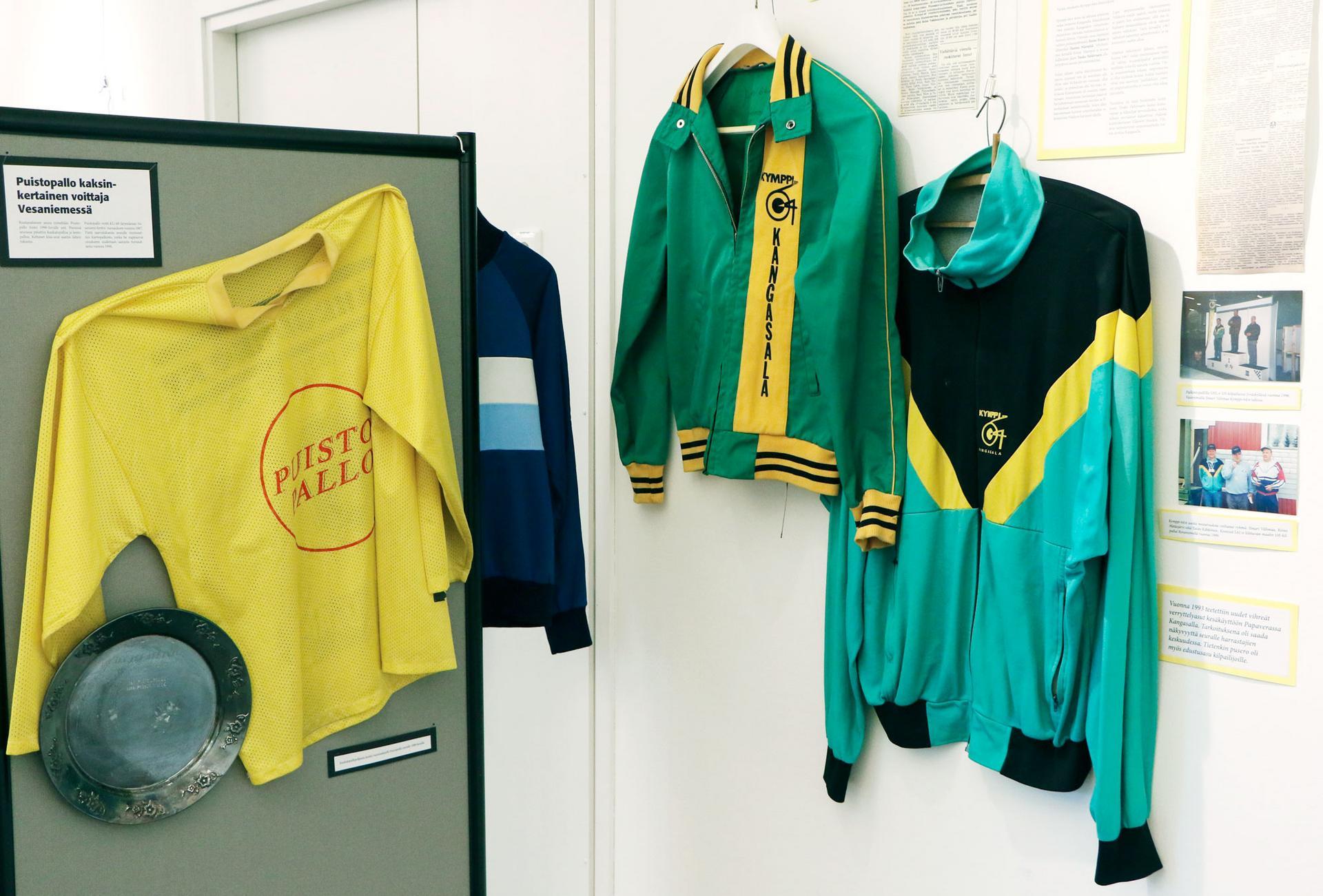 Taidetila Terrassa on vielä tämän viikon ajan esillä Kangasalan Sanomien kokoama näyttely, jossa on esillä paikallisseurojen urheiluasuja.