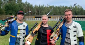 Tomi-pekka, Ida ja Sami Heikkilä rikkoivat joukkueiden Suomen ennätyksen 50 metrin sekajuoksuilla. Kuva: Mika Heikkilä