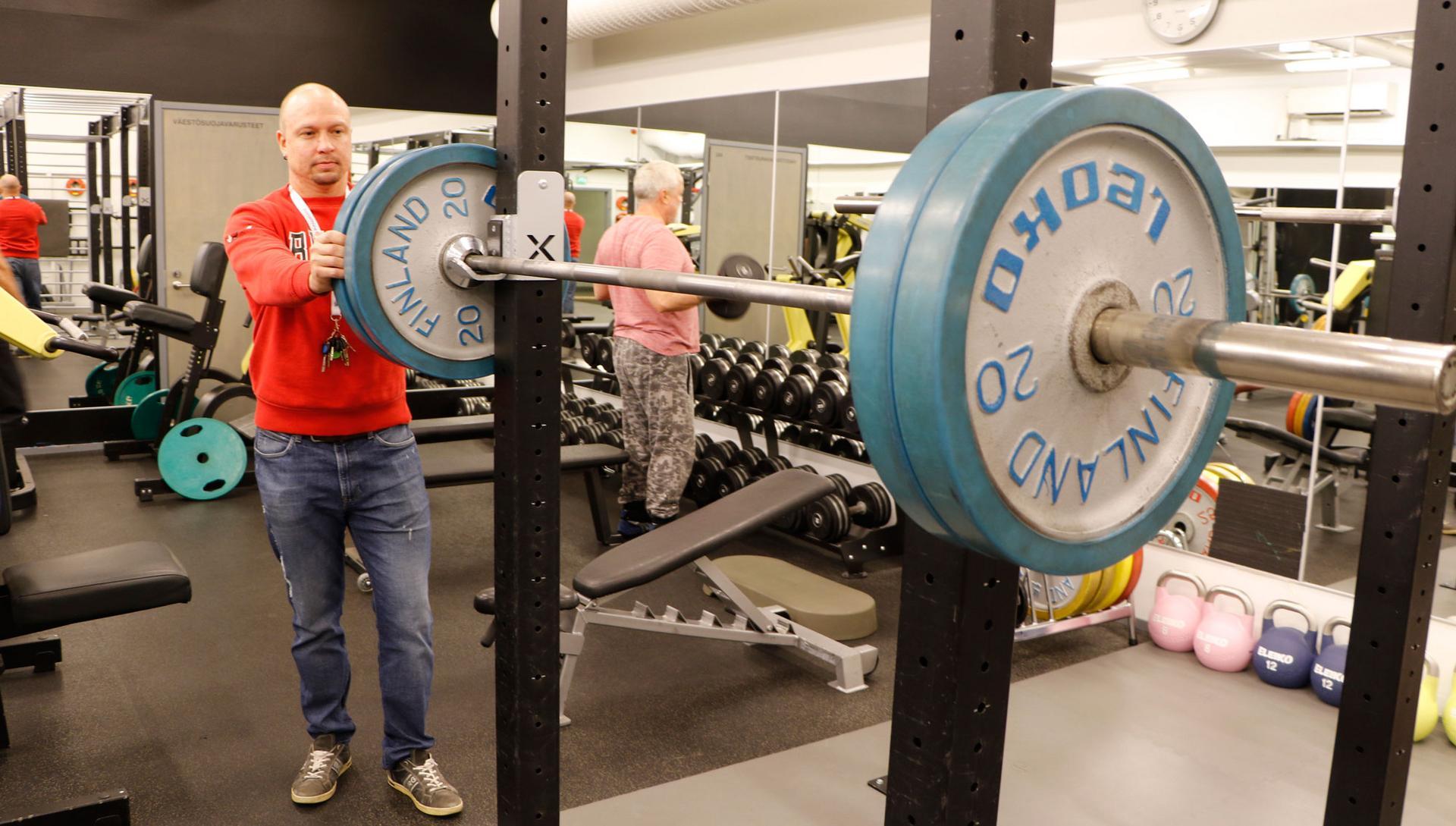 Lauri Palttalan mukaan Kuntosali Linja soveltuu harjoittelupaikaksi kaikille bodareista senioreihin. Kuva: Eija Koivu