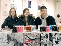 Kangasalan lukion kuvataidekurssilaisten syksyn töistä on koottu Tekonäky-näyttely, jossa on esillä myö Sanna Hietarannan, Jasmin Migdalin ja Jooel Hildénin töitä.
