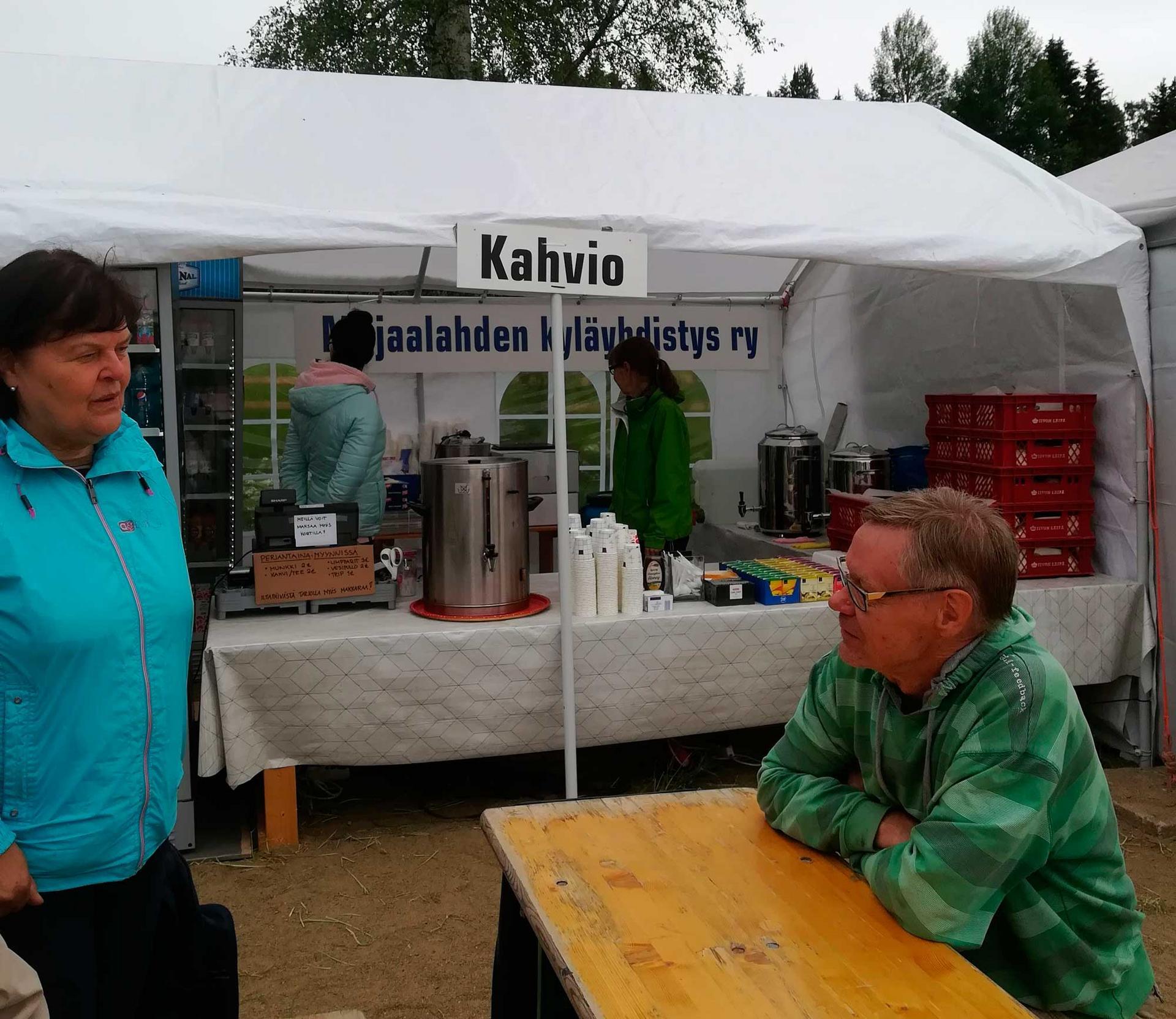 Majaalahden kyläyhdistyksellä oli kahvila Jukolan viestissä. Kahvilan tuotto kohensi ydistyksen taloutta.