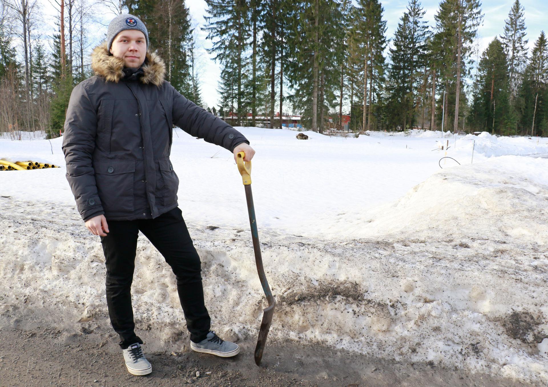 Mika Laajala ei aio ihan lähiaikoina heilua lapionvarressa tulevan kotinsa tontilla. Suunnitelmat hakevat vielä muotoaan, mutta tarkoituksena on saada lupa-asiat kuntoon ennen seuraavia lumia.
