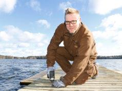 Arto Aspila käyttää työtehtävissä omia työkaluja ja -koneita sekä hankkii tarvittavat materiaalit.