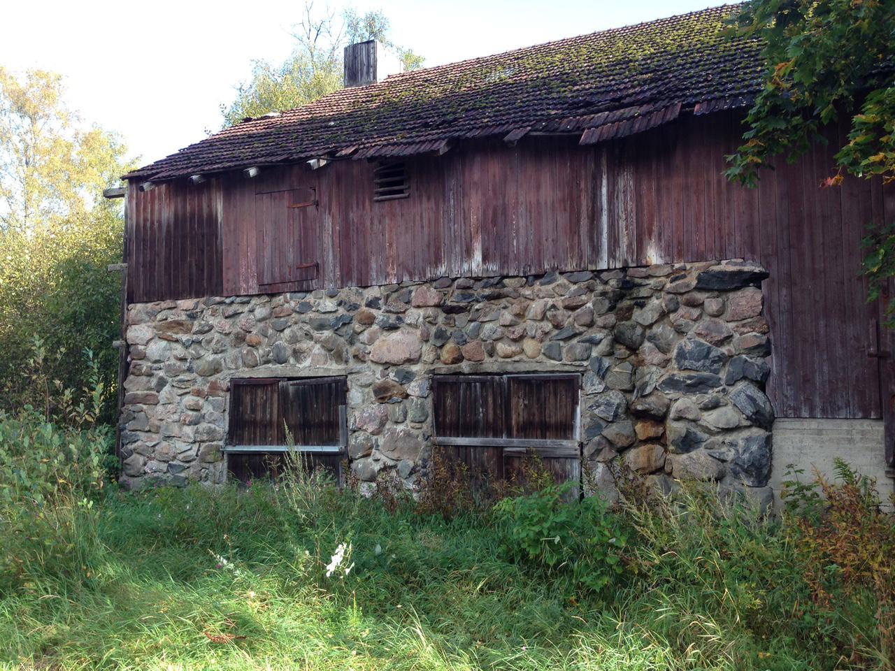 Tunnista kuvavisassa vanhoja maalaistalon työkaluja. Kuva Männistöntieltä Vatialasta. Kuva: Satu Pasanen