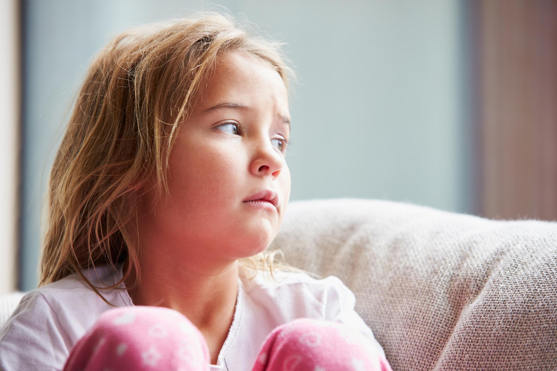 Ensimmäisen ja toisen luokan koulupäivät ovat niin lyhyitä, että ilman iltapäiväkerhopaikkaa jääneet saattavat joutua olemaan yksin kotona useamman tunnin päivässä. Kaikilla ei ole tukiverkkoja tai mahdollisuutta työaikajoustoihin.