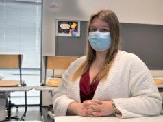 Julia Vuorinen opiskelee parhaillaan kaksoistutkintoa. Hän on huomannut, että lukion suorittaminen vaatii enemmän rahaa kuin ammattikoulun.