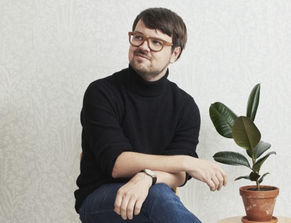 Panu Savolainen on isännöinyt omia Herd- ja Panurama-klubejaan Kansallisteatterin Lavaklubilla vuodesta 2012 alkaen.