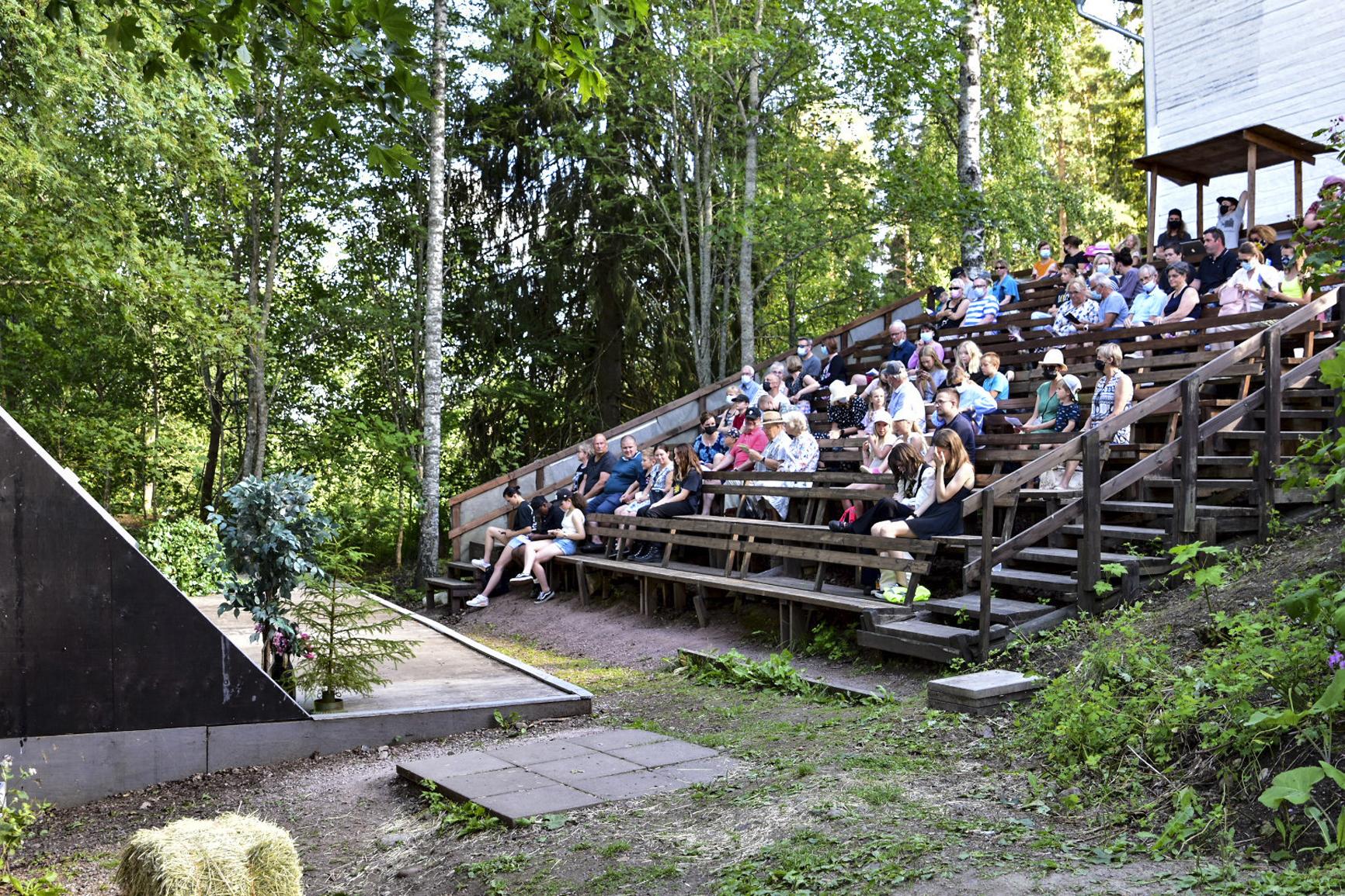 Kangasalan Pikkuteatterin ohjelmisto takaa, että yleisöksi etsiytyy myös nuorta väkeä. Kuva: Matti Frick