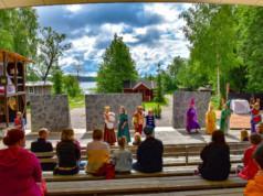 Kangasalan pikkuteatterilaiset esittivät Prinsessa Ruusunen -näytelmää kesäteatterissa vuonna 2019. Kuva: Matti Frick