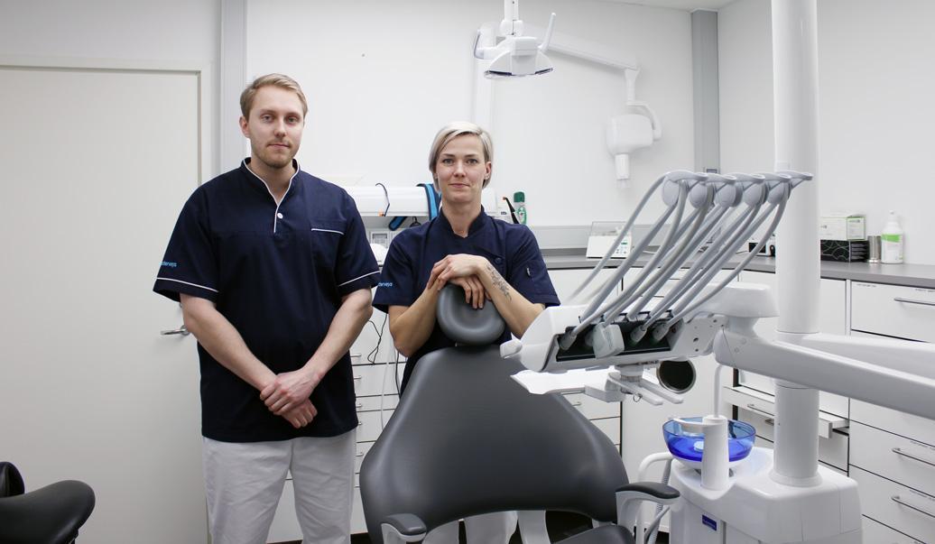 PlusTerveyden Marjaana Tapanila ja Pasi Karhatsu hoitavat hampaat kuntoon Kangasalan ydinkeskustassa.
