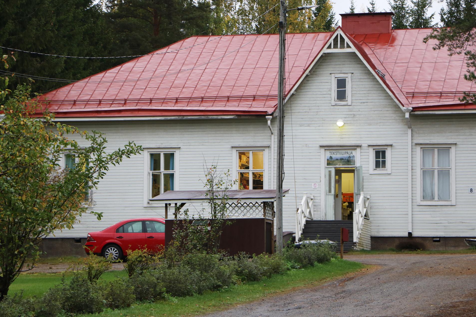 Pajojen toimitilat sijaitsevat Pikonlinnassa Rekolantiellä sekä Aakkulantiellä Suoramalla.