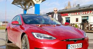 Hannu Rasin mielestä Tesla on maantieajossa parhaimmillaan. – Kun autopilotti huolehtii kaistalla pysymisestä, voi kuljettaja suunnata katseensa etäämmälle. Toiminto auttaa huomaamaan paremmin ajoissa hirvet ja muut tielle pyrkivät eläimet.