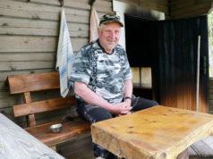 Jukka Vainion savusauna valmistui muutama vuosi sitten. Koska sen lämmittämisessä vierähtää monta tuntia, tiluksilla sijaitseva tavallinen sauna on useammin käytössä.