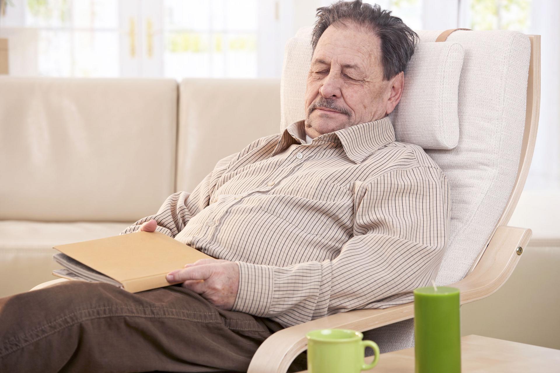Päiväkeskustoiminta parantaa asiakkaiden elämänlaatua ja tukee henkistä hyvinvointia vähentäen yksinäisyyden kokemusta. Toiminnan sisältöä kehitetään asiakkaiden tarpeiden ja toimintakyvyn mukaan. Kuva: Iclipart