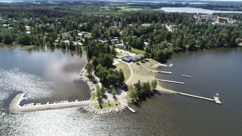 Vesaniemen uimaranta tarjoaa upeat puitteet hienolle kisalle. Kuva: Business Kangasala