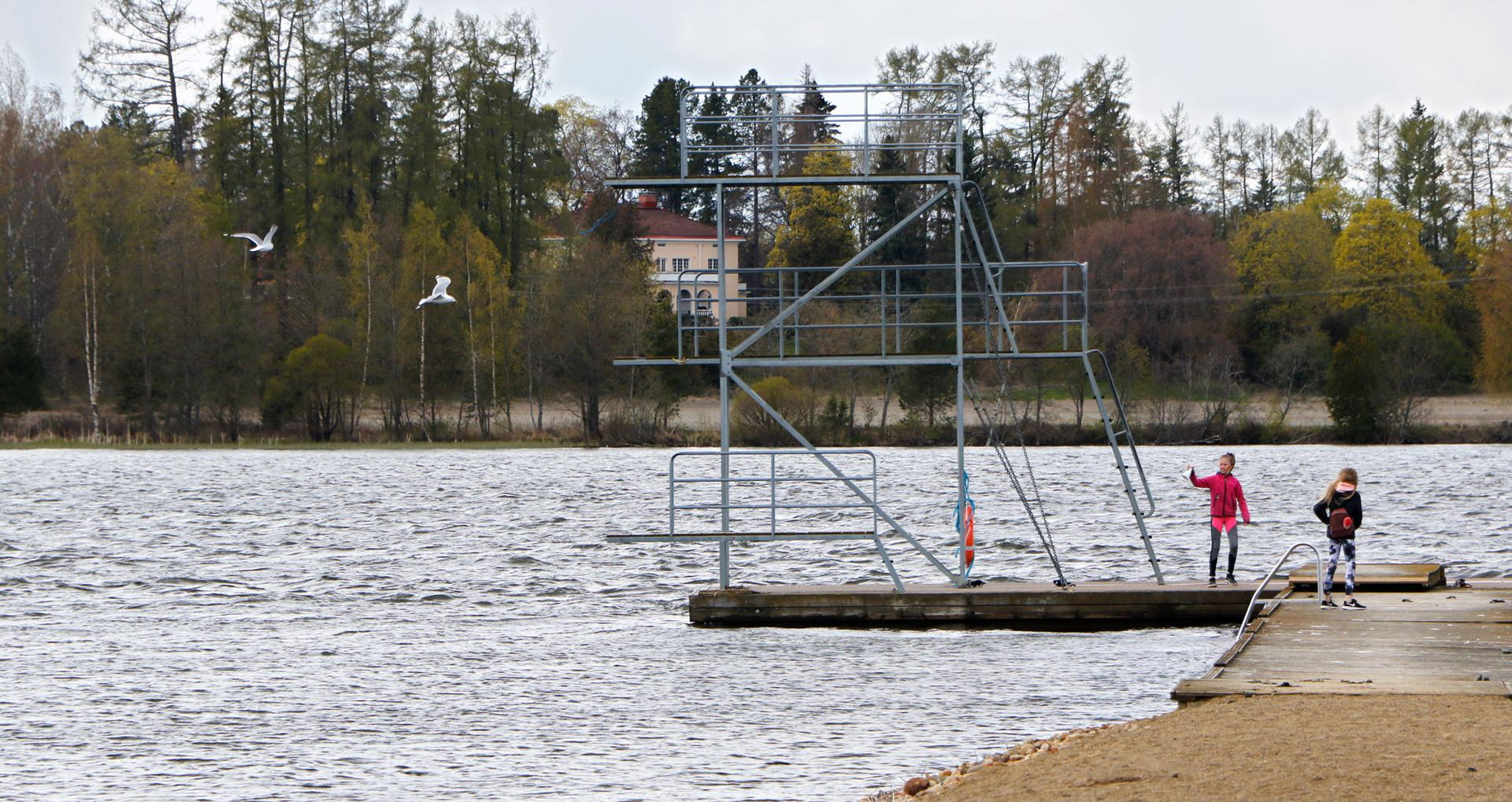 Kilpailujen aikana maalialue sijaitsee Vesaniemen pitkän laiturin kohdalla tai sen välittömässä läheisyydessä. Lähtöpaikka puolestaan on Pappilanlahden suulla.