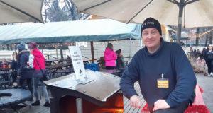 Kari Hanne esittelee Misnot-tuotteita erilaisissa tapahtumissa, joissa grilleihin voi virittää tulet. – Tuotteemme pitää nähdä käytössä, hän toteaa.